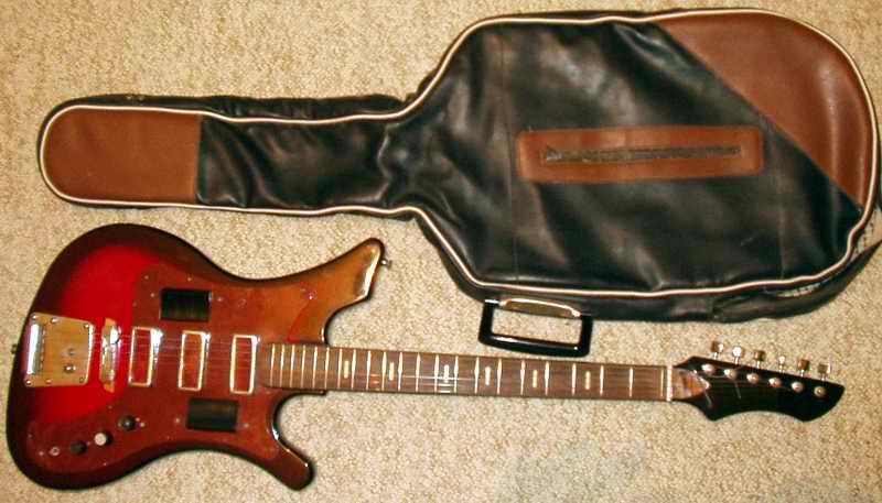 другой советской гитарой.